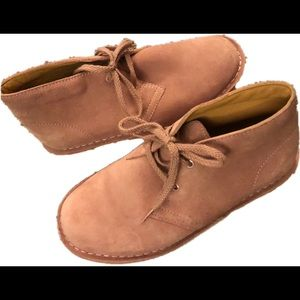 Dusty pink leather girls  Clark's size 2 W